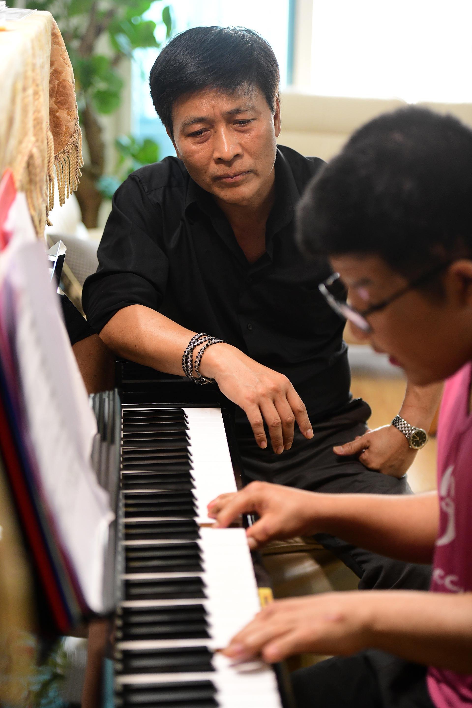 Nghệ sỹ Quốc Tuấn: Không ai muốn đưa bệnh tật của con mình lên báo cả - 9