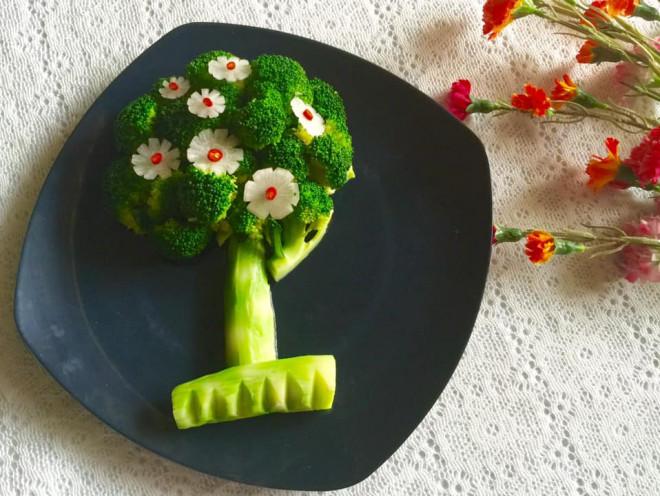 """Mê mẩn cách trang trí đĩa rau luộc như một """"vườn hoa"""" khoe sắc, cực đỉnh của mẹ đảm - 1"""