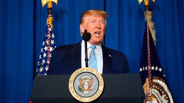 """Ông Trump bất ngờ dọa tấn công 52 mục tiêu Iran """"rất nhanh và dữ dội"""" - 1"""