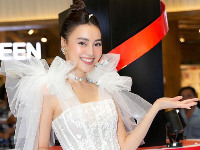 Ca nhạc - MTV - Ninh Dương Lan Ngọc hát nhảy gợi cảm gây náo loạn khu trung tâm thương mại