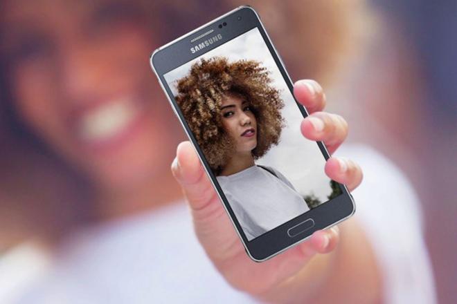 """Galaxy Alpha: """"bản sao"""" iPhone 6, giúp định hình gia đình Galaxy S - 1"""