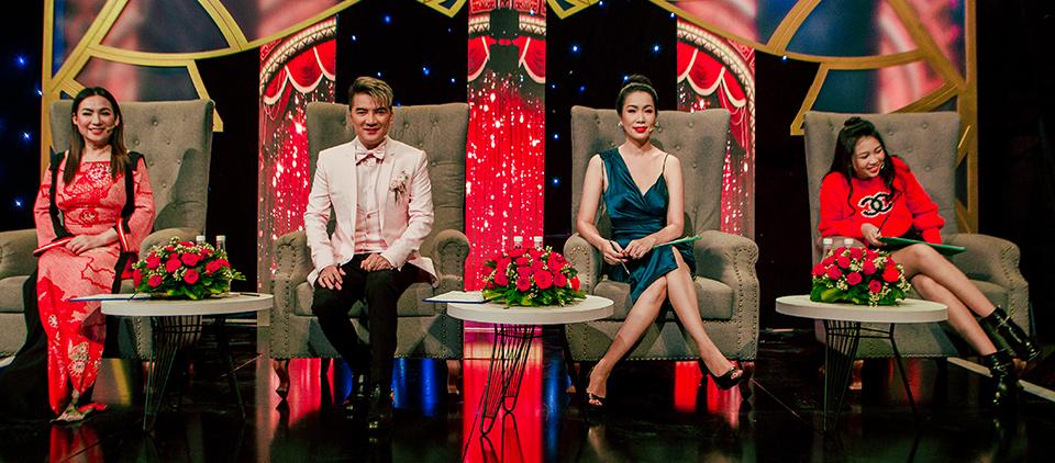 """Hoa hậu 13 tuổi, cao 1,72m ngồi chung """"ghế nóng"""" với Mr. Đàm, Phi Nhung là ai? - 1"""