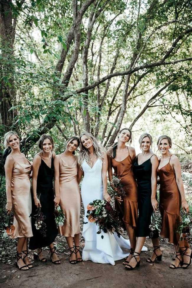 Xinh đẹp, quyến rũ nhưng không lấn lướt cô dâu là phép lịch sự tối thiểu trong cách phục sức mà mọi khách mời nên nhớ.