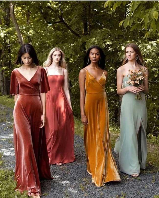 Chọn những màu sắc nhã nhặn, gợi cảm vừa đủ là chìa khóa để bạn đẹp trong mọi tiệc cưới.