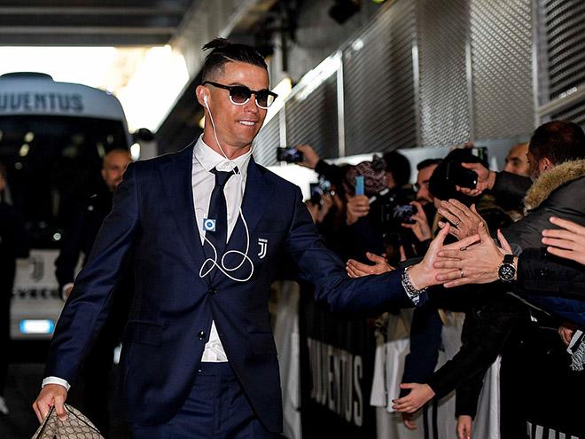 Siêu sao Cristiano Ronaldo tài sản 450 triệu USD, vẫn xài iPod giá 25 USD - 1