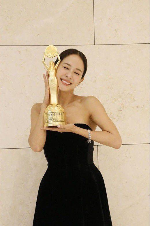 Sao phim 18+ đóng phim bom tấn Hàn thắng giải Quả cầu vàng là ai? - 1