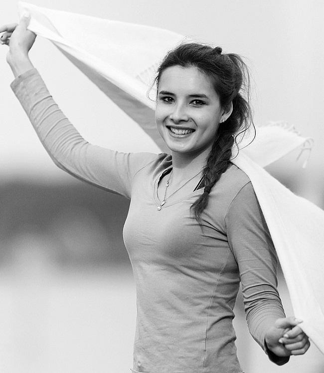 Tuy nhiên, cô nàng cũng không đánh mất vẻ đẹp nữ tính của mình. Nụ cười tươi rói là điều khiến khán giả nhớ tới nữ vận động viên nhiều nhất.