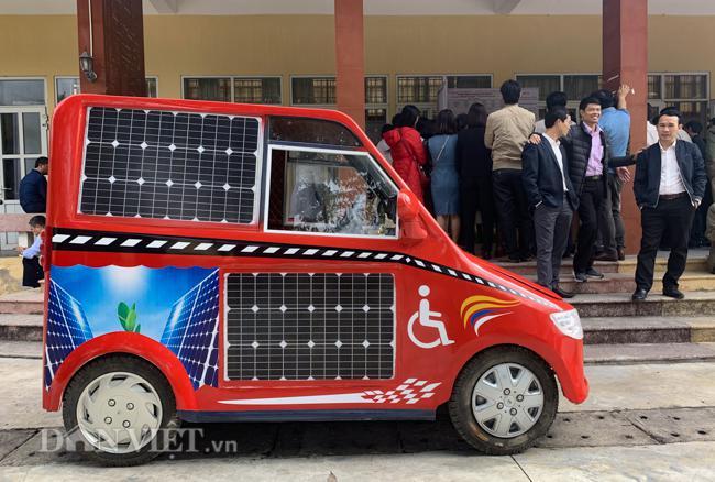 Nam sinh lớp 12 chế tạo ôtô năng lượng mặt trời cho người khuyết tật - 1