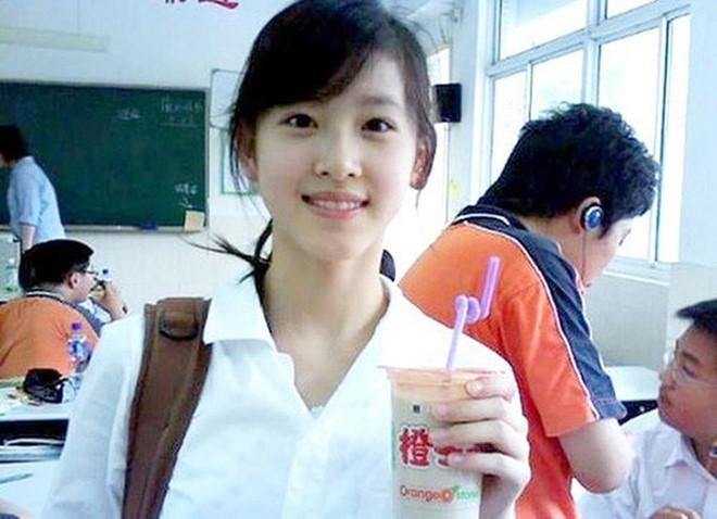 """""""Hot girl trà sữa"""" trở thành bà trùm thời trang Trung Quốc - 1"""