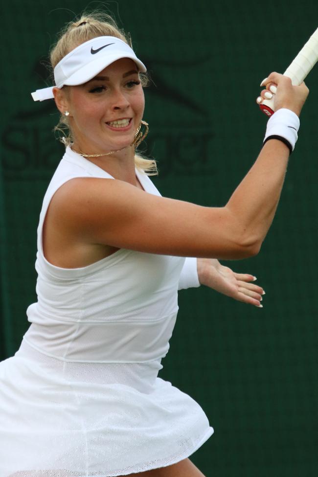 Stollar trải qua 111 trậnthắng, thua 90 trận và chưa giành được danh hiệu WTA đơn nào.