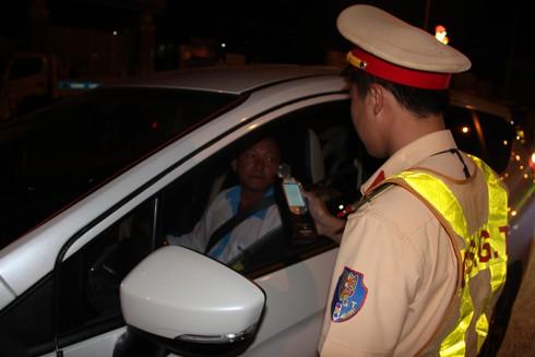 Lâm Đồng: 2 trường hợp bị phạt 35 triệu đồng và 'treo bằng lái' 23 tháng - 1