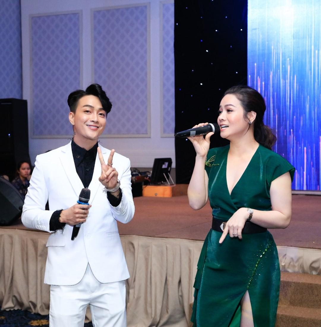 """Chí Tài U70 vẫn hát nhảy cực sung khiến Nhật Kim Anh phải """"chào thua"""" - 7"""