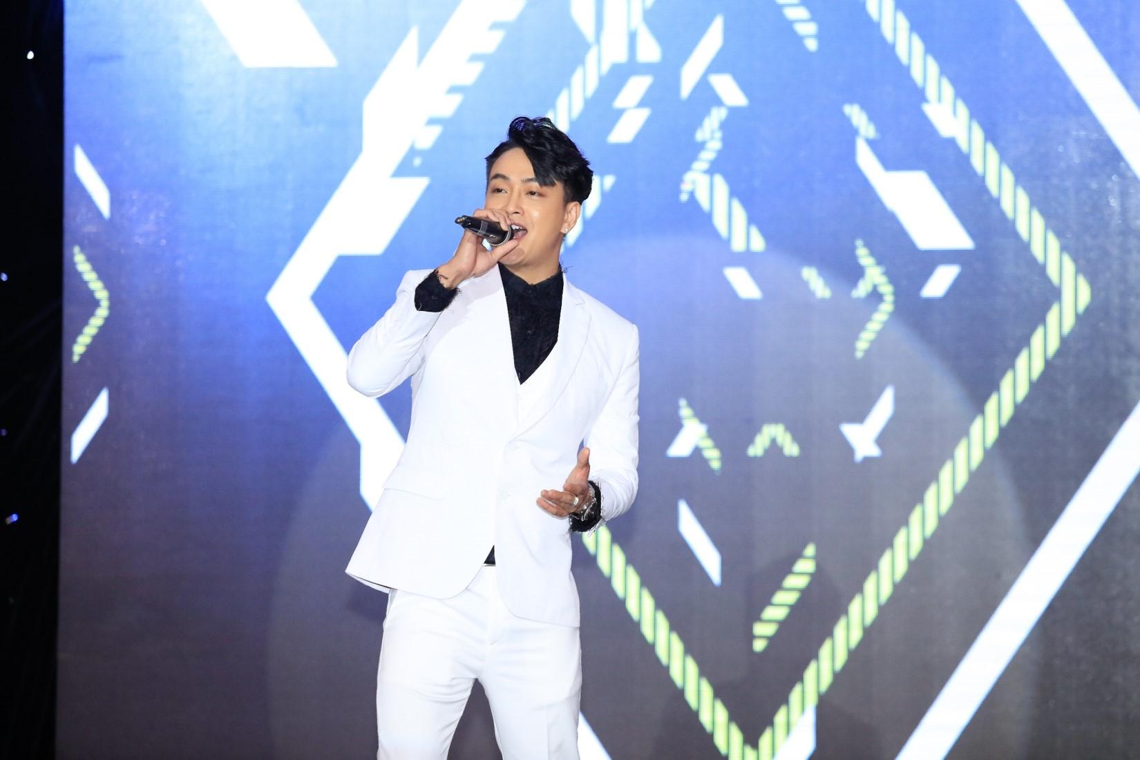 """Chí Tài U70 vẫn hát nhảy cực sung khiến Nhật Kim Anh phải """"chào thua"""" - 13"""