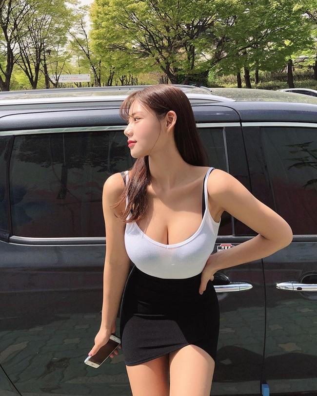 Jeon Bo Ram là một trong số những người mẫu Hàn Quốc nổi tiếng với vẻ ngoài đầy đặn.