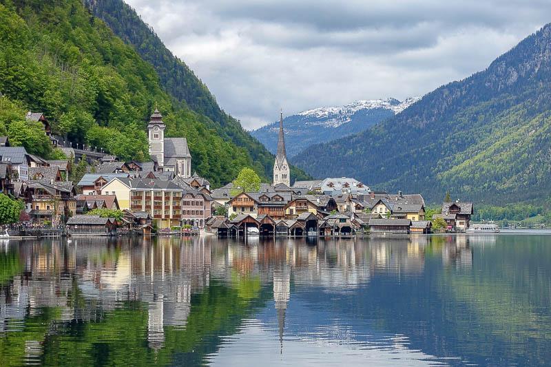Vì sao ngôi làng đẹp nhất thế giới mong du khách đừng đến - 3