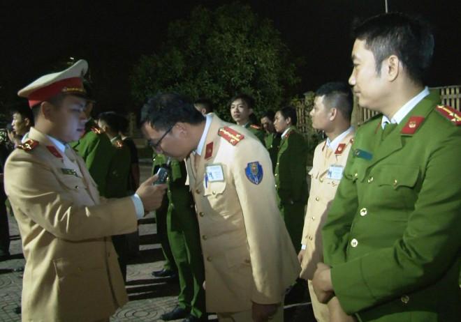 Phó Giám đốc Công an Ninh Bình làm trưởng đoàn kiểm tra nồng độ cồn cán bộ công an - 1