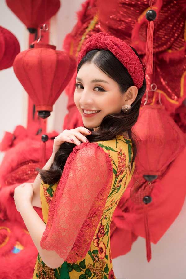 Top 10 Hoa hậu Việt Nam khoe nét duyên dáng trong áo dài cách tân - 1