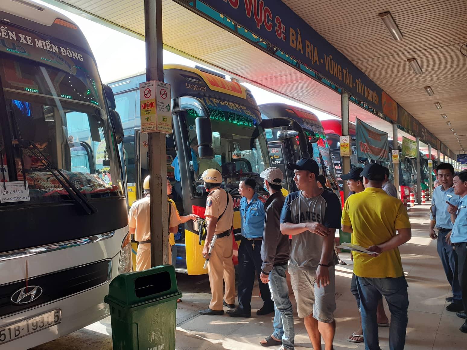 """Có """"men"""" trong hơi thở, tài xế xe khách giường nằm ở Sài Gòn không bị xử phạt vì lý do này - 1"""