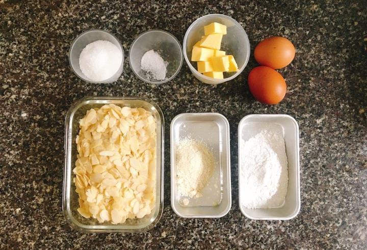 Cách làm bánh ngói hạnh nhân ngon khó tả cho ngày Tết sum vầy - 1