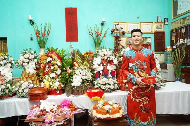 Cầu thủ Duy Mạnh hớn hở mang sính lễ ăn hỏi đến nhà bạn gái Quỳnh Anh - 1