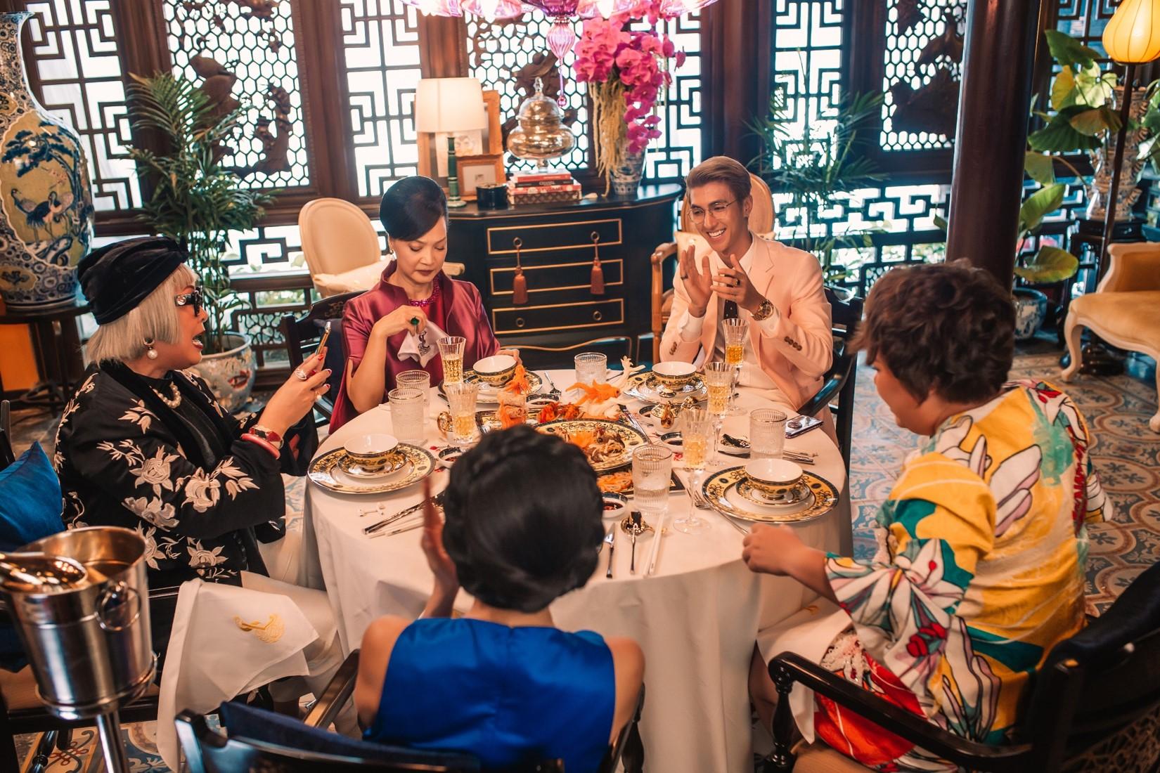 Ninh Dương Lan Ngọc choáng ngợp khi dự bữa tiệc thượng lưu 5 tỷ đồng - 9