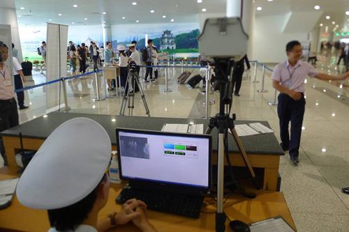 Phát hiện 2 người Trung Quốc có biểu hiện sốt nhập cảnh vào Việt Nam - 1