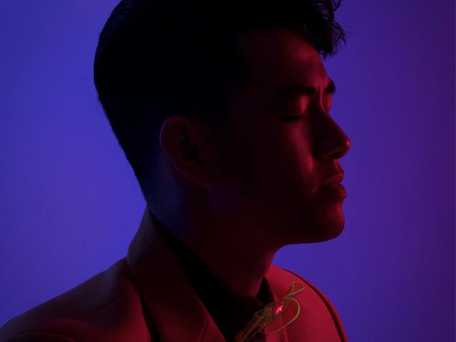 """Ca nhạc - MTV - Ca sĩ có căn hộ 8 tỷ ở Sài Gòn chụp ảnh Tết """"quái lạ"""""""
