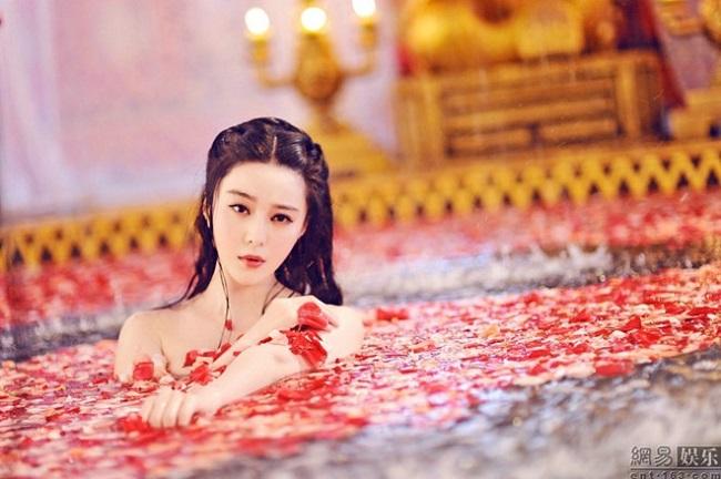 Phạm Băng Băng vào vai Võ Như Ý (tức Võ Tắc Thiên sau này) khoe loạt ảnh tắm trần vô cùng quyến rũ trong bộ phim Võ Tắc Thiên (2015)