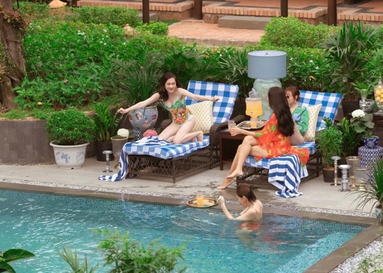 """Lan Ngọc cùng hội bạn thân diện bikini nóng bỏng, gây """"náo loạn"""" biệt phủ xứ Huế - 7"""