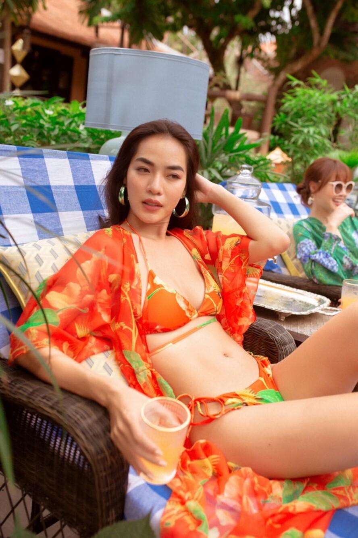 """Lan Ngọc cùng hội bạn thân diện bikini nóng bỏng, gây """"náo loạn"""" biệt phủ xứ Huế - 16"""
