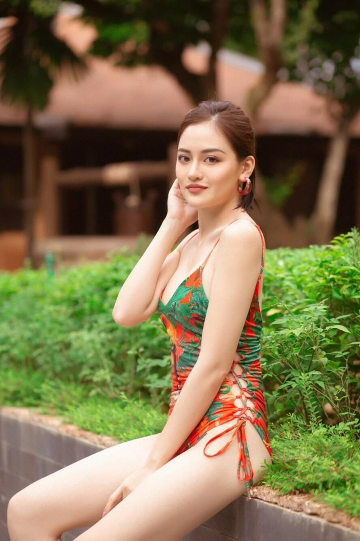 """Lan Ngọc cùng hội bạn thân diện bikini nóng bỏng, gây """"náo loạn"""" biệt phủ xứ Huế - 12"""