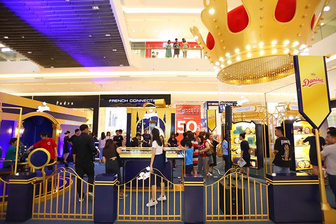 Ca sĩ Đông Nhi, Bảo Anh quy tụ tại sự kiện Lễ hội Quà tặng Hoàng gia Danisa - 1