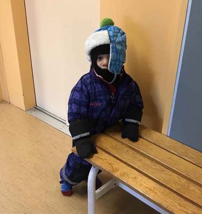 1. Dù nhiệt độ có xuống 0 độ C thì du khách sẽ thấy người dân đi ăn trưa chỉ với một chiếc áo khoác mỏng. Ngoài ra, trên đường, rất nhiều người mặc áo gió mỏng và trẻ em 3 tuổi không cần đội mũ.