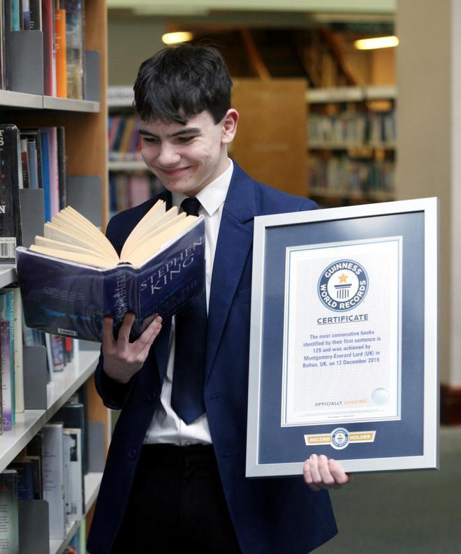 Gọi đúng 129 cuốn sách sau khi nghe câu đầu tiên, cậu bé 14 tuổi lập kỷ lục thế giới - 1
