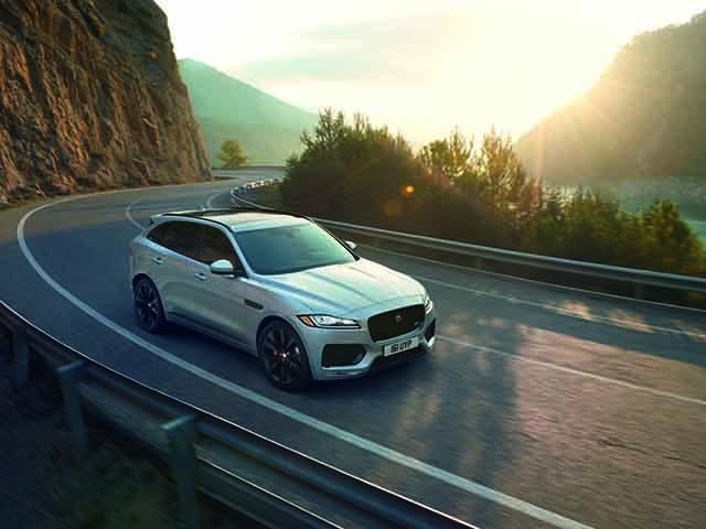Jaguar tặng 100% phí trước bạ cho khách mua xe F-Pace tại Việt Nam