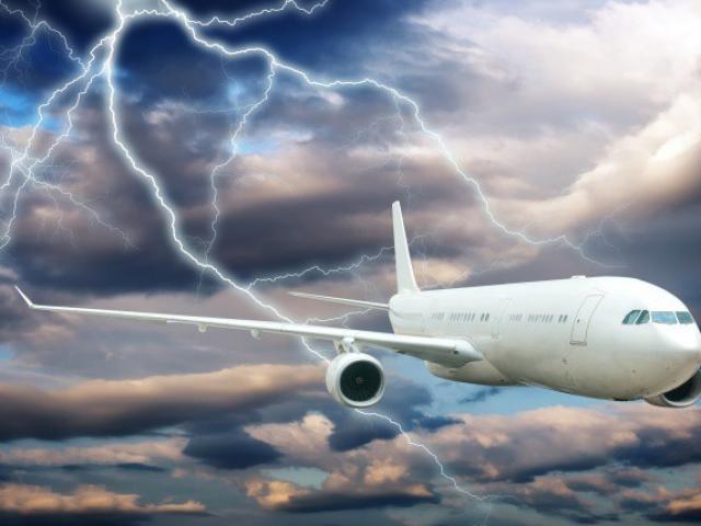 Vì sao máy bay phải xả hàng chục nghìn lít nhiên liệu khi hạ cánh