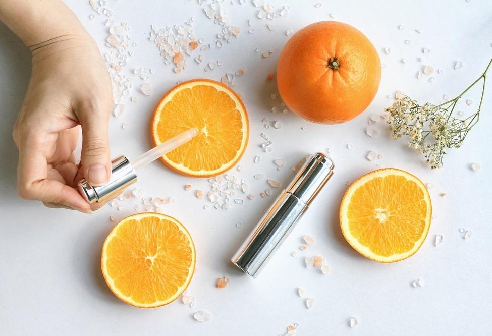 Vì sao bạn không nên tự chế dưỡng da vitamin C? - 2