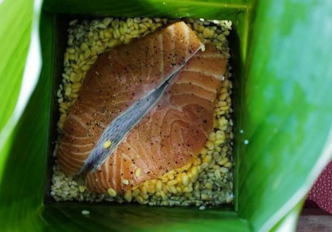 Hơn nửa triệu đồng 1 cặp bánh chưng nhân hải sản - 1