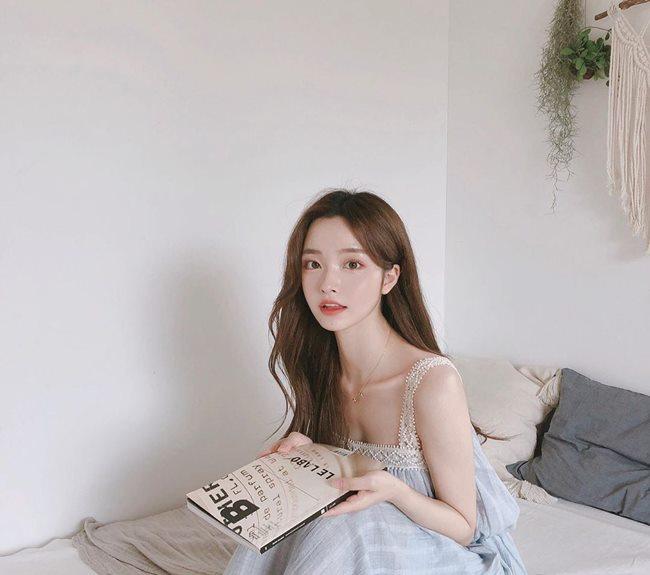 Ở Hàn Quốc có những tiêu chuẩn cái đẹp chung như yêu thích gương mặt vlive, đường nét khuôn mặt thanh thoát.