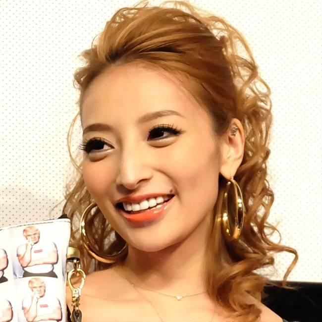Kato Sari là nữ người mẫu Nhật Bản được nhiều người biết đến. Mới đây, cô đã có tuyên bố gây sốc.