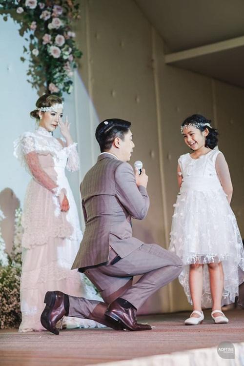 Cô dâu khóc nức nở trong đám cưới khi thấy chú rể làm điều này - 1
