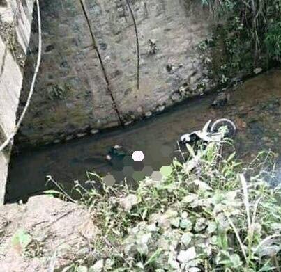Phát hiện xác nam giới chìm cùng xe máy ở Lạng Sơn - 1