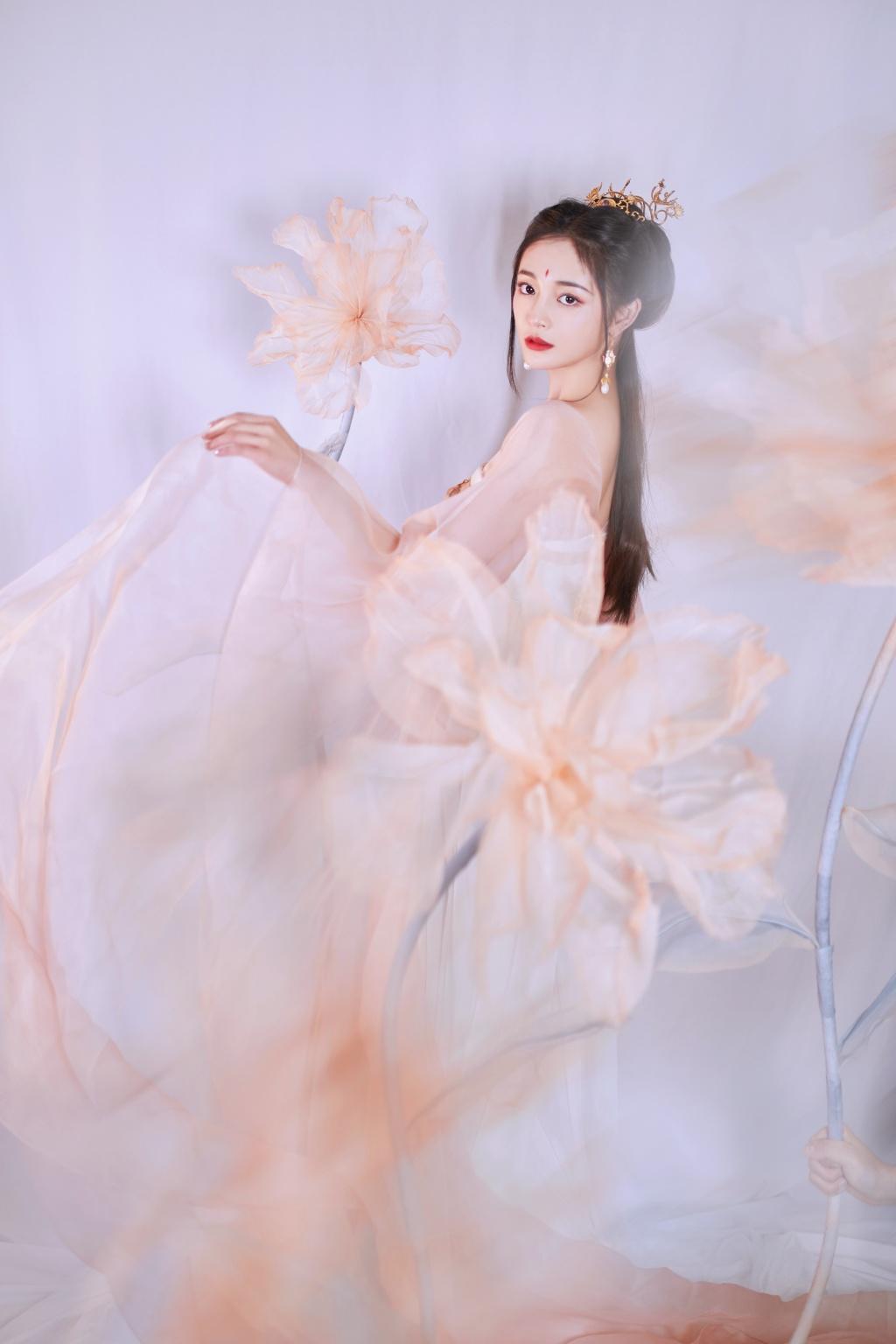 """""""Bạn gái"""" thiếu gia giàu nhất Trung Quốc đẹp như tiên hạ phàm trong tạo hình cổ trang - 1"""