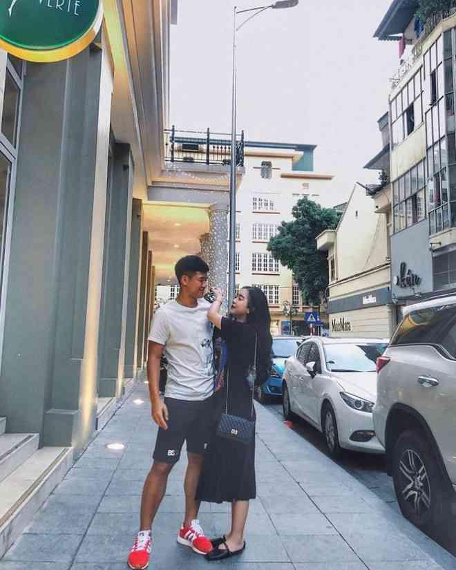 Cầu thủ Hà Đức Chinh lần đầu khoe ảnh tình tứ bên bạn gái - 1