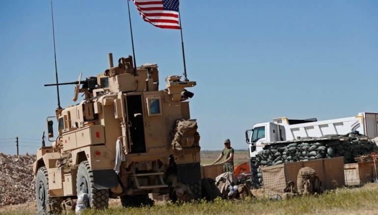 Binh sĩ Mỹ chặn đoàn xe quân đội Nga trên đường đến mỏ dầu Syria - 1