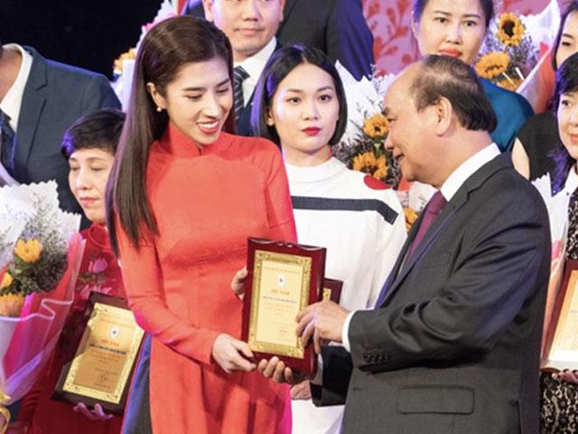 Hoa hậu vừa được Thủ tướng Nguyễn Xuân Phúc vinh danh là ai?