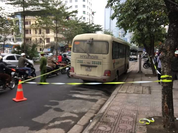 Nam tài xế tử vong trên ô tô 29 chỗ giữa phố Hà Nội - 1
