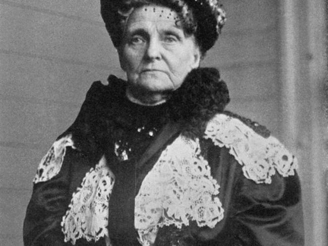 """Henrietta Howland """"Hetty"""" Green (sinh năm 1834, mất năm 1916) được mệnh danh là phù thủy phố Wall."""