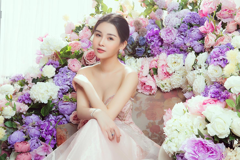 Giao thừa: Lê Âu Ngân Anh úp mở tìm bạn trai, H'Hen Niê chưa vội lấy chồng - 2