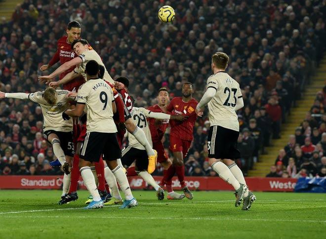 Liverpool hạ MU: Đẳng cấp Van Dijk, xứng danh trung vệ số 1 thế giới - 1